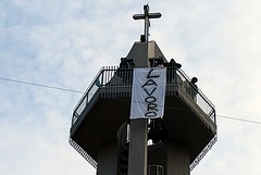 Gli operai ex Franzoni sul campanile di San Giuseppe