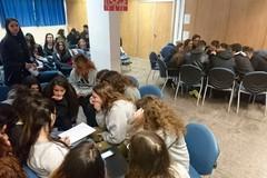 Leggere insieme, all'Istituto Aldo Moro gli studenti si sfidano a colpi di romanzi