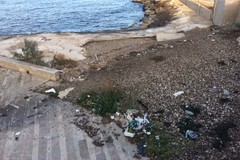 Stessa spiaggia, stesso degrado: ecco lido Marechiaro d'inverno