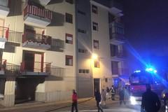 Incendio in una palazzina di vico Superga, undici intossicati