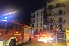 Sola in casa e colta da un malore: intervengono i vigili del fuoco
