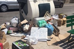 """Piazza Cittadella: il regno dei rifiuti a due passi dal """"porta a porta"""""""