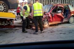 Furgone contro auto in via Papa Giovanni, ferito un uomo