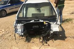 Blitz nelle campagne, ritrovata un'auto carbonizzata al confine di Trani