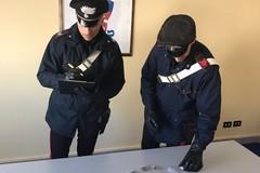Marijuana nascosta sotto il letto, giovane tranese arrestato a Corato
