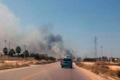 Sterpaglie incendiate sulla provinciale Trani-Andria: fumo in carreggiata