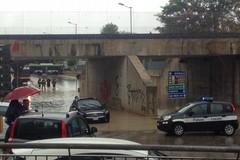 Sottopasso di Pozzo Piano allagato: due auto rimangono intrappolate