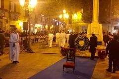 Festa dell'Immacolata, la deposizione della corona in piazza Libertà