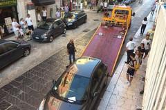 Auto in divieto di sosta: scattano le rimozioni forzate in via Mario Pagano