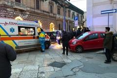 Incidente su corso Vittorio Emanuele: un'auto finisce sul marciapiede