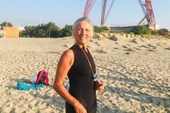 Attraversa lo Stretto di Messina a nuoto in poco più di un'ora: protagonista la tranese Angelica Carlucci