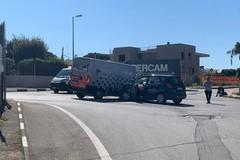 Scontro tra auto e furgone in via Sant'Annibale Maria di Francia: nessun ferito grave
