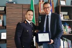 Salva la vita a due anziani, premiato l'agente di Polizia Stefano Fabriani