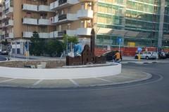 Rotonda di via Barletta, spunta l'installazione in ferro raffigurante la Cattedrale