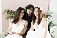 In abito bianco per uno shooting fotografico, l'iniziativa della tranese Sabrina Altamura