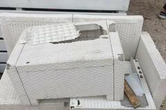 È epidemia di atti vandalici in città: questa notte danni a un locale sul porto