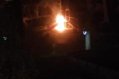 Vandali incendiano le giostrine di Villa Bini
