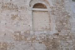 Cattedrale di Trani, architrave lesionato