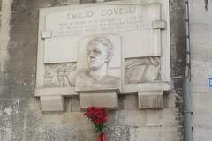 Nuovi fiori alla lapide di Emilio Covelli dopo l'atto vandalico