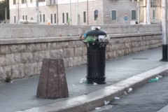"""Un """"tappeto"""" di rifiuti: oggi Trani si risveglia così"""