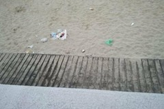 Rifiuti sulla spiaggia: solo il lockdown consente una natura pulita e rispettata?