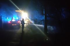 Un incendio di sterpaglie lungo una stradina di Capirro fermato ieri sera dai Vigli del Fuoco