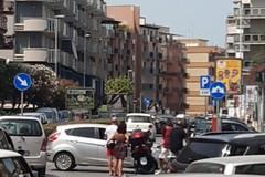 Scontro tra auto e moto in corso Manzoni