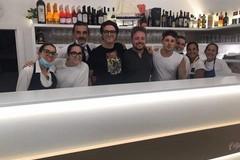 Foto, autografi e tanti sorrisi: il post concerto di Bersani