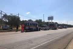 Auto si ribalta e finisce fuori strada sulla Trani-Corato: feriti due giovani