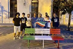 In piazza D'Agostino riverniciate due panchine con i colori del tricolore