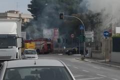 Incendio in via Papa Giovanni, in fiamme un terreno incolto