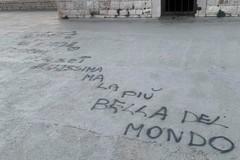 Scritta con spray sul fortino della villa comunale: l'ultima bravata a Trani