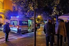 Intervento del 118 per soccorrere un giovane in piazza della Repubblica
