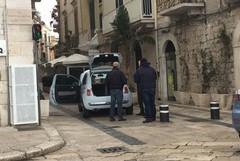 Tenta il furto di una Fiat 500 in zona Porto ma rimane a piedi