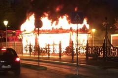 Giostre in fiamme nella notte tra Andria e Trani