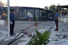 """A fuoco """"La Capannina"""", distrutta la zona ristorante"""