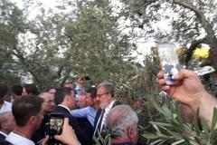 Il premier Matteo Renzi sul luogo della tragedia
