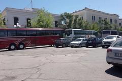 Bus turistici, prosegue il solito assalto in piazza Plebiscito