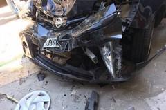 Perde il controllo dell'auto in via Malcangi: ferito un ottantenne