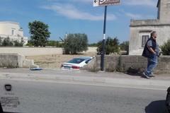 Incidente in via Annibale Maria di Francia: auto finisce nel giardino di una villa