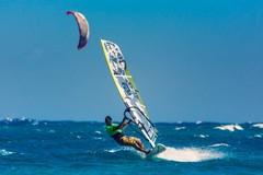 Colonna, in difficoltà col windsurf: salvato un uomo