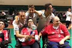 """I ragazzi della """"Oltre Sport"""" festeggiano il titolo di campioni italiani di calcio in carrozzina elettronica"""