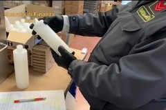 """Sequestro di gel """"non igienizzante"""" in tutta Italia: denunciati due imprenditori tranesi"""