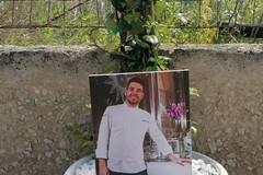 Via Martiri di Palermo, una nuova foto e vaso in memoria di Raffaele Casale