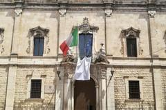 Anniversario strage di Capaci, un lenzuolo bianco esposto davanti alla sede della Prefettura
