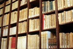 La biblioteca nella vecchia sede in piazza Longobardi