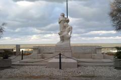 Monumento ai caduti in villa comunale abbandonato al degrado
