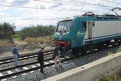 Tragedia sui binari tra Trani e Barletta: treni bloccati sulla Bari-Foggia