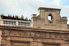 In tre tentano di occupare la vecchia sede della biblioteca di Trani