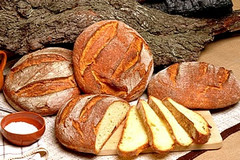 Trani, alimentari aperti mezza giornata a Pasquetta